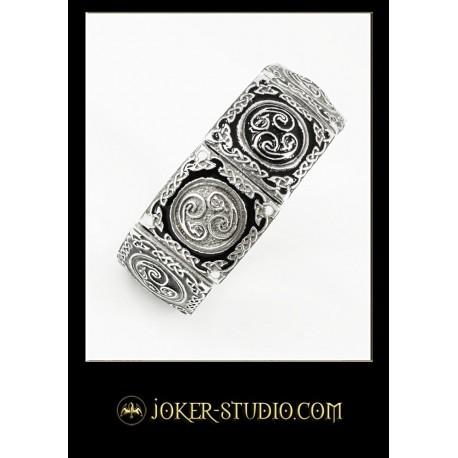 Красивый ювелирный браслет в стиле фентези с драконами