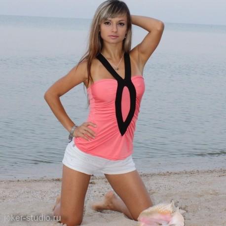 Молодежная мода для девушек летний яркий топ