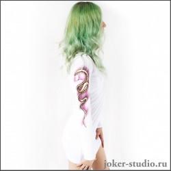 Молодежное дизайнерское платье с рисунком змеи на рукаве в симле тату
