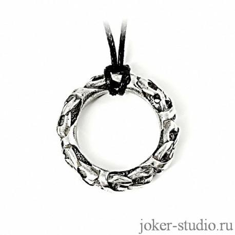 серебряный кулон в форме кольца с кельтским узором
