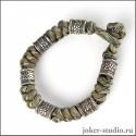 Камуфляжный браслет из паракорда с кельтскими бусами стильный аксессуар на каждый день