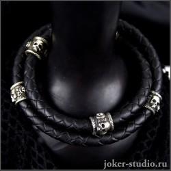 Браслет с черепами на двойном кожаном шнуре и кельтским замком стильное мужское украшение