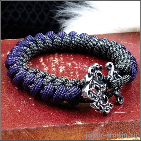 Браслет из двухцветного паракорда с плетением змейка и кельтским украшением Иггдрасиль