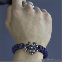Мужской браслет из двухцветного паракорда с плетением змейка и кельтским украшением Иггдрасиль
