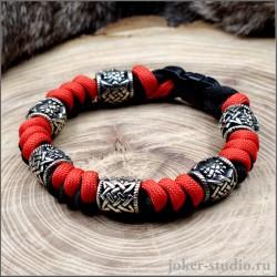 Черно-красный браслет из паракорда с бусами Сварога яркий аксессуар в славянском стиле