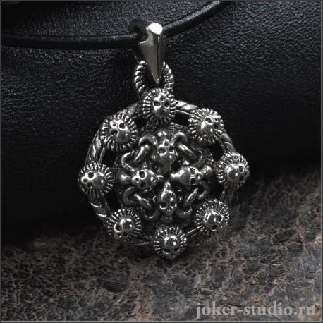 """Готический кулон с черепами скованные цепями на щите оригинальное украшение """"Тартарус"""""""