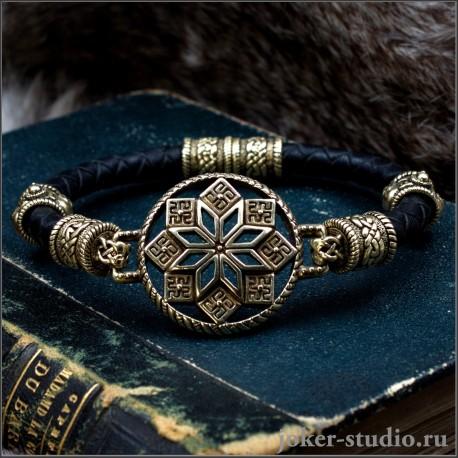 Женский кожаный браслет с Алатырем и черепными бусами из бронзы