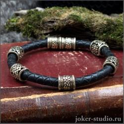 Кожаный браслет с шармами из бронзы кельтским и славянским узором украшение ручной работы