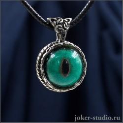 Женский амулет-кулон с зеленым глазом кота нибелунга и кельтским узором ~ Друид