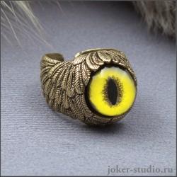 Уникальное кольцо необычной формы из бронзы с желтым глазом фоссы