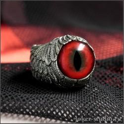 Кольцо с красным глазом дракона окутаное красивыми крыльями Ангела
