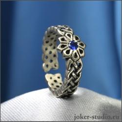 Женское кольцо с синим камнем фианитом и славянской звездой Алатырь