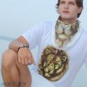 Мужская летняя футболка с рисунком льва светящаяся в ультрафиолете