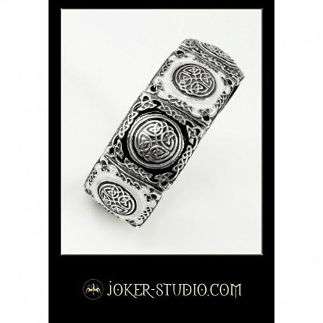 Женский ювелирный браслет с кельтским узором и цветной эмалью