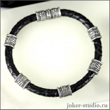 Плетеный мужской кожаный браслет с бусинами кельтским узором ручной работы