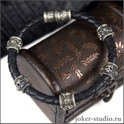 Браслет с шармами из черепов на кожаном плетеном шнуре в стиле рок
