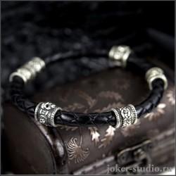 Браслет с черепными и кельтскими шармами на кожаном шнуре