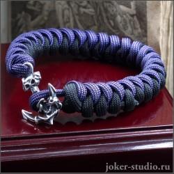 Браслет из двухцветного паракорда змейка с пиратским якорем и черепом стильный аксессуар