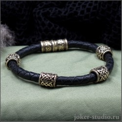 Браслет из бронзовых бусин со знаком Сварога на кожаном черном шнуре ручного плетения