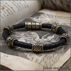Мужской браслет из черной кожи и бронзы с черепами и знаком Сварога