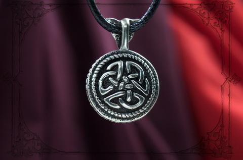 Круглый кулон с ювелирным кельтским орнаментом